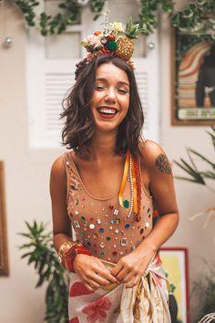 Com ou sem fantasia nós chamamos a nossa especialista em ousadia, Bianca Caravelos, pra te dar as melhores dicas de como se vestir nesse carnaval.