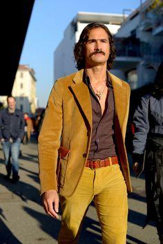 Vogue's Photographers On the New Faces of Fashion Month Street Style - Gallery 70s Fashion Men, 70s Inspired Fashion, European Fashion, Retro Fashion, Vintage Fashion, Workwear Fashion, Girl Fashion, 70s Outfits, Fashion Outfits