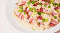 Bloggaaja suosittelee maustamaan kaurapuuron pekonilla ja vaahterasiirapilla. Copyright: Shutterstock. Kuva: siamionau pavel .