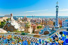 Barcelona, Parc Guell - Tolle Weitsicht auf Stadt und Meer.