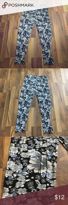 Plus Size 2x / 3x Black Floral Stretch Leggings These are a really nice pair of leggings. They are super soft and made of rayon/spandex blend. They are tagged Size 3x and I do believe they would fit 1x to 3x ladies, as they are very stretchy. S R Pants Leggings