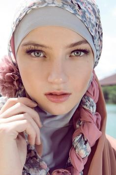 Beautiful girl wearing a hijab Muslim Girls, Muslim Women, Niqab, Muslim Beauty, Hijab Fashion Inspiration, Muslim Hijab, Turban Style, Hijab Tutorial, Beautiful Hijab