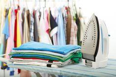Consigli utili per non stirare - Dalle modalità di lavaggio alle indicazioni su come stendere i vestiti correttamente, i consigli utili per smettere di stirare.