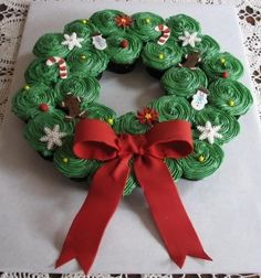 Wreath cupcakes...okay this i can do