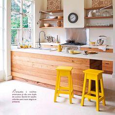 Bancos no décor. Veja: http://www.casadevalentina.com.br/blog/detalhes/bancos-no-decor:-como-nao-amar!-2955 #decor #decoracao #interior #design #casa #home #house #idea #ideia #detalhes #details #style #estilo #cozy #aconchego #conforto #casadevalentina #kitchen #cozinha