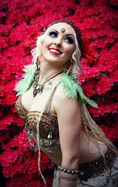 photo, costume & necklace by the Verdant Muse; headdress by Vauntville; beauty by Katy Swenson