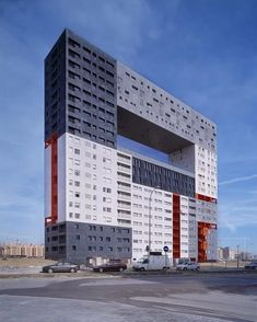 Article source: MVRDV Sanchinarro is a residential suburb on the north east edge of Madrid. Surrounded by highways, with views towards the Guadarrama Mountains. The building was developed as a refe… Architecture Today, Amazing Architecture, Modern Architecture, Tower Building, Building Structure, New Housing Developments, Unique Buildings, Europe, Brutalist