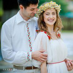 traditional romanian wedding Rustic Wedding, Our Wedding, Dream Wedding, Folk Costume, Costumes, Romanian Wedding, Wedding Bouquets, Wedding Gowns, The Bride