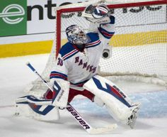 The Rangers routed the Montreal Canadiens, 7-2, Saturday in Game 1 to take 1 1-0