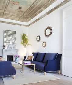 Rich blue sofa living room with painting ceiling, design by Beatriz Silveira Beautiful Living Rooms, Living Room Modern, Living Room Sofa, Living Room Furniture, Living Room Designs, Living Room Decor, Living Spaces, Small Living, Living Room Arrangements