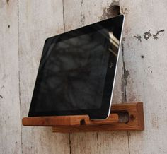If I had an iPad, this would be awesome. Uncovet.