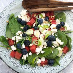 Fruit Salad, Cobb Salad, Greek Recipes, Feta, Acai Bowl, Chili, Salads, Dinner, Breakfast