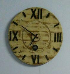 Relógio em Madeira 65cm. By Manassés.