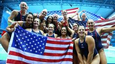 United States players celebrate winning the women's Water Polo gold medal match between the United States and Spain on Day 13 of the London 2012 Olympic Games. Women's Water Polo, 2012 Summer Olympics, Usa Olympics, Water Polo Players, Sydney Leroux, Go Usa, Usa Gold, Sporty Girls