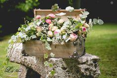 Lily Paloma / Décoration florale / Mariage / Malle bois #lilypalomaflower, #solinelefort, #lafemmegribouillage, #marikamouh, #mariage