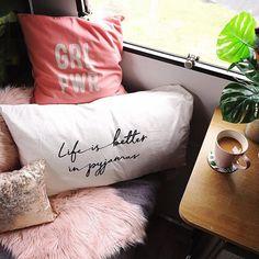 Mona Monza Caravan (@mona_monzacaravan) • Instagram photos and videos Caravan Makeover, Bed Pillows, Photo And Video, Videos, Photos, Instagram, Pillows, Pictures, Trailer Remodel