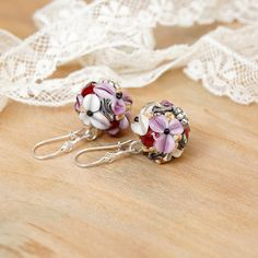 Hey, I found this really awesome Etsy listing at https://www.etsy.com/listing/208824429/lilac-white-flowers-lampwork-earrings