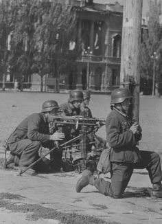 """""""German mm machine gun on the street of Nikolaev. German Soldiers Ww2, German Army, Luftwaffe, Mg34, Germany Ww2, Military Pictures, War Photography, Panzer, Military History"""