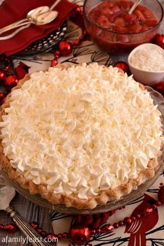 White Christmas Pie - A creamy coconut pie flavored with vanilla and almond, topped with whipped cream and strawberries! Easy and delicious! Christmas Deserts, Holiday Desserts, Just Desserts, Holiday Recipes, Christmas Recipes, Christmas Pies, Christmas Goodies, Holiday Treats, Christmas Treats