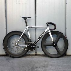 Cinelli Fixed Gear Bike Velo Design, Bicycle Design, Bmx, Bici Fixed, Cycle Shop, Bike Photography, Portrait Photography, Fixed Gear Bicycle, Urban Bike