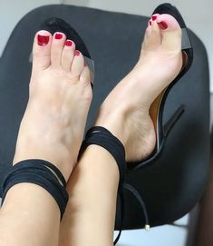 You will find best High Heels Shoes on this section. Sexy Legs And Heels, Hot High Heels, Beautiful Toes, Pretty Toes, Sexy Sandals, Bare Foot Sandals, Feet Soles, Women's Feet, Pies Sexy