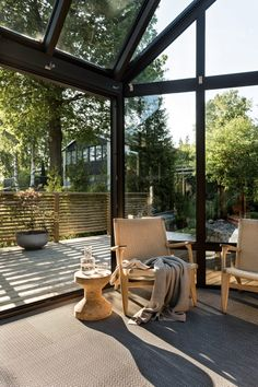 The Mushroom House - a modern architectural home in Sweden. Showing how Scandinavian rooms are indeed cosy and super stylish. Outdoor Pots, Outdoor Spaces, Outdoor Chairs, Indoor Outdoor, Outdoor Furniture Sets, Outdoor Decor, Architecture Details, Interior Architecture, Interior Design