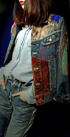 Great jean jacket – Hobbies paining body for kids and adult Denim Fashion, Boho Fashion, Estilo Jeans, Mode Jeans, Denim Ideas, Altering Clothes, Embellished Jeans, Denim And Lace, Recycled Denim