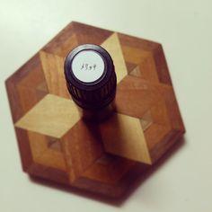なんだなんだこの芳醇な香りは。正直、侮っていました。 心の深部に届いてダイレクトに痛みを解していく強さがある。馴れ合いも駆け引きも取り繕うこともない、素晴らしい香り。久々のプチ感動&興奮。  #メリッサ  #お試しサンプルをディフューザーで焚いてみた #アロマ #アロマテラピー #aroma #aromatherapy #GemLight #自由が丘 Read more at http://websta.me/n/c_chiyo#sMhHMRq14KLYhUgW.99