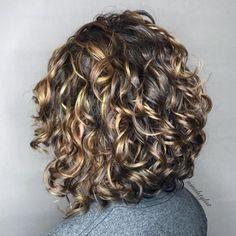 Layered Curly Haircuts, Bob Haircut Curly, Haircuts For Curly Hair, Bobs For Curly Hair, Naturally Curly Haircuts, Curly Permed Hair, Curly Hairstyles For Medium Hair, Short Layered Curly Hair, Perm Hairstyles