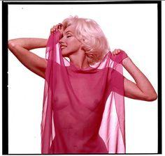 """""""The Last Sitting"""": Nur drei Mal ließ Marilyn sich in ihrer Karriere nackt ablichten. Das letzte Mal 1962 vom Fotografen Bert Stern."""
