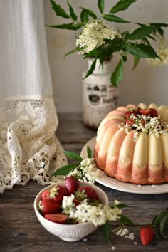 Strawberry and Vanilla Flan Cake Bolo Flan, Flan Cake, Gula, Food Inspiration, Food Photography, Strawberry, Cheese, Sweet, 1