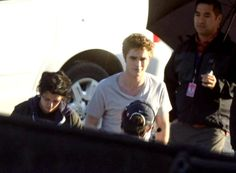 9/23/09--Rob & Kristen arrive on set together for an early morning shoot
