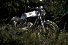A Moto Morini 350 K2 given a new lease of life (and a beautiful paintjob) by Barcelona's Ad Hoc Cafe Racers.