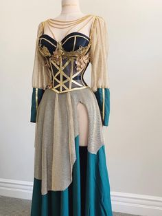 Ball Dresses, Ball Gowns, Prom Dresses, Glamouröse Outfits, Fashion Outfits, Pretty Dresses, Beautiful Dresses, Fantasy Gowns, Fantasy Outfits