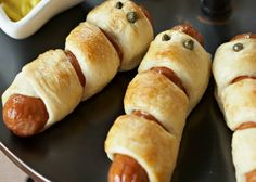 Easy Halloween Appetizers | Mummy Dogs