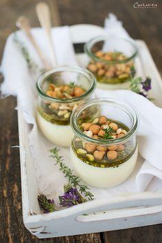 Garnelen mit Guacamole als Vorspeise im Glas | Buffets in ...