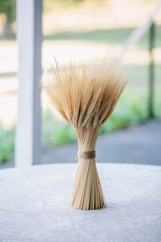 wheat. lovely wheat. this would look so great on my holiday table. http://www.weddingchicks.com/2013/11/20/cozy-country-wedding/