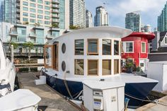 Coal Harbour Floating Home - A 300 square feet floating home in Coal Harbor in Vancouver, British Columbua, Canada. Click through to see the great photos!