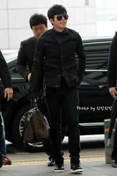 Hyun Bin's departure to Shanghai, China for Eastern Camel (clothing brand) 10th year anniversary event. — @ Incheon Airport (2013.04.23)