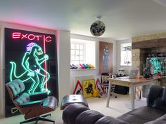 Home office! http://www.telegraph.co.uk/property/11099122/Interiors-A-Cotswolds-cottage-that-could-be-part-of-Jurassic-Park.html