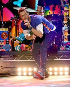 Chris Martin reveals Gwyneth Paltrow wrote lyrics for Coldplay album Coldplay New, Coldplay Albums, Coldplay Concert, Beautiful World Lyrics, Groupe Pop Rock, American Music Awards 2015, Chris Martin Coldplay, Jonny Buckland, Britpop