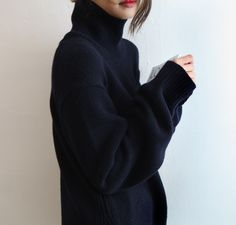 chunky/oversized/baggy black sweater turtleneck. It's, like, THE oversized sweater of oversized sweaters. <3 <3 <3 <3 <3