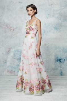 Marchesa Notte Resort 2019 Fashion Show Collection: See the complete Marchesa Notte Resort 2019 collection. Look 11 Marchesa, Beautiful Gowns, Beautiful Outfits, Party Fashion, Runway Fashion, Belle Silhouette, Shower Dresses, Estilo Fashion, Fashion Show Collection