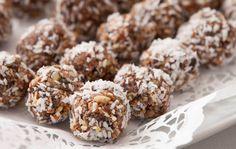 No-Bake almond joy snack bites. (how sweet it is) snacky how Almond Joy, Almond Butter, Almond Flour, Snack Recipes, Dessert Recipes, Cocoa Recipes, Paleo Dessert, Dessert Ideas, Vegan Recipes