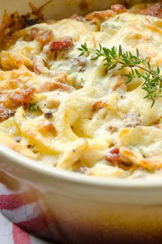 Spicy potato and chicken bake-Würziger Kartoffel-Hähnchen-Auflauf The potato and chicken casserole is a real feel-good dish. It can also be spiced up with a little more cheese. Pumpkin Recipes, Potato Recipes, Paleo Recipes, Chicken Recipes, Dinner Recipes, Cooking Recipes, Drink Recipes, Chicken Casserole, Casserole Recipes