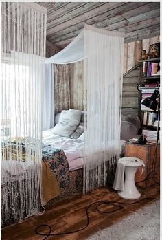 Cosy and rustic bedroom. #home #decoration #cosy #wood