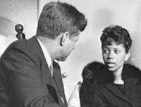 1961. 14 Avril. JFK and Wilma Rudolph Wilma Rudolph, 14 Avril, John Fitzgerald, John Kennedy, Track And Field, Jfk, Olympians, Presidents, Daddy