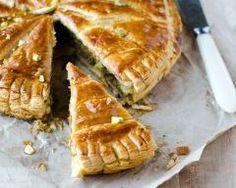 Galette des rois à la pâte de noix : http://www.cuisineaz.com/recettes/galette-des-rois-a-la-pate-de-noix-33220.aspx
