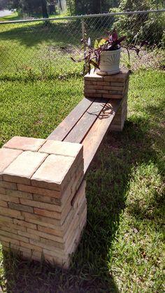 Make a DIY Stone and Wood Bench Quickly and Easily - banc Garden Bench Plans, Outdoor Garden Bench, Outdoor Gardens, Outdoor Decor, Garden Benches, Concrete Wood Bench, Diy Wood Bench, Rustic Bench, Diy Patio