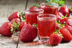Domáci jahodový likér | Recepty.sk Smoothie Detox, Natural, Alcoholic Drinks, Strawberry, Fruit, Food, Fat Burning, Strawberry Fruit, Recipes